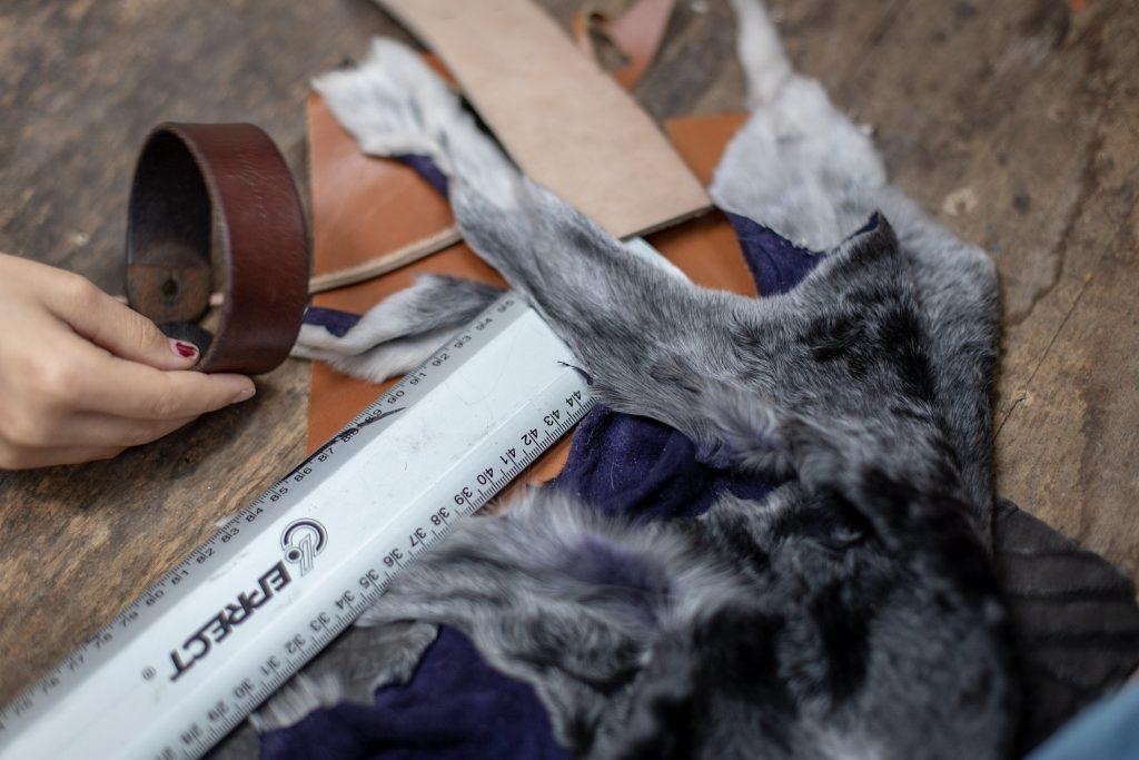 Lederarmband mit Leder und Fell -  daraus entsteht dein individuelles Lederarmband